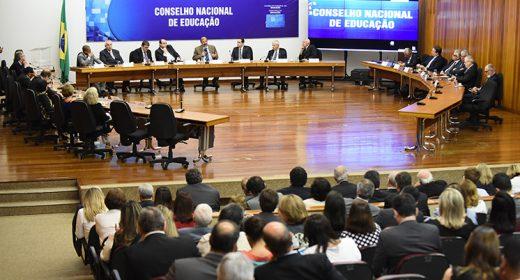 Bolsonaro nomeia integrantes para o CNE e exclui representantes estaduais e municipais; dirigentes da APLB comentam decisão